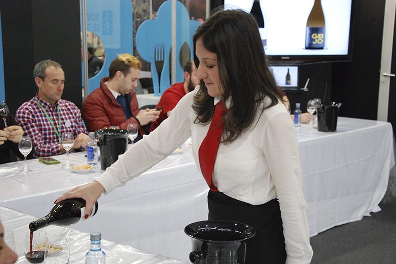 azafatas para eventos de vino en Galicia y Vigo